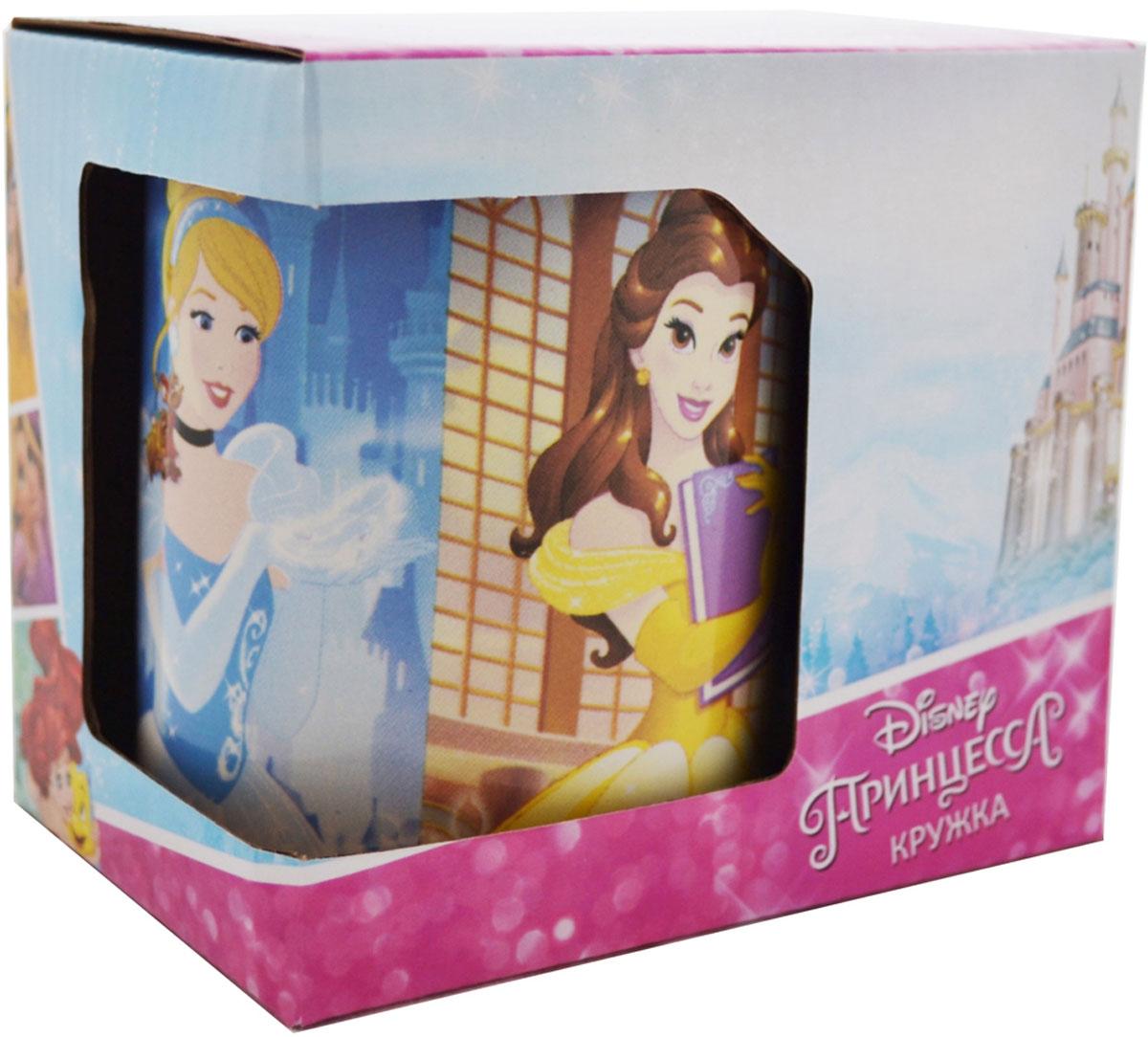 """Детская кружка Disney """"Следуй за мечтой Принцесса!"""" станет отличным подарком для вашего ребенка. Она выполнена из керамики и оформлена изображением из диснеевских мультфильмов. Кружка дополнена удобной ручкой. Такой подарок станет не только приятным, но и практичным сувениром: кружка будет незаменимым атрибутом чаепития, а оригинальное оформление кружки добавит ярких эмоций и хорошего настроения."""