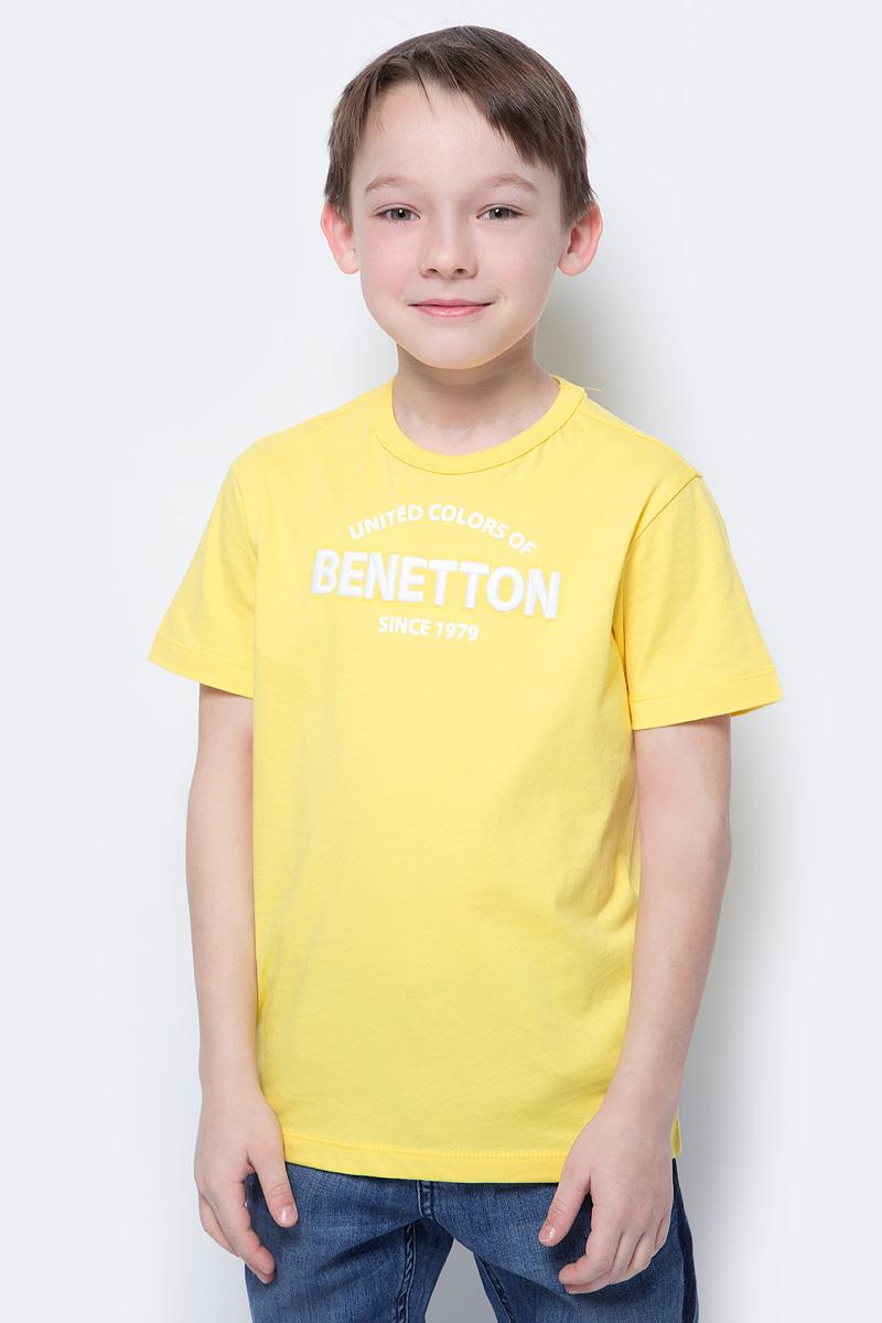 Футболка для мальчиков United Colors of Benetton, цвет: желтый. 3096C11XR_35R. Размер 1403096C11XR_35RФутболка от United Colors of Benetton выполнена из натурального хлопкового трикотажа. Модель с короткими рукавами и круглым вырезом горловины на груди оформлена принтованной надписью.