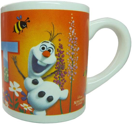 """Детская кружка Disney """"Холодное сердце Жаркие объятия"""" станет отличным подарком для вашего ребенка. Она выполнена из керамики и оформлена изображением из диснеевских мультфильмов. Кружка дополнена удобной ручкой. Такой подарок станет не только приятным, но и практичным сувениром: кружка будет незаменимым атрибутом чаепития, а оригинальное оформление кружки добавит ярких эмоций и хорошего настроения."""