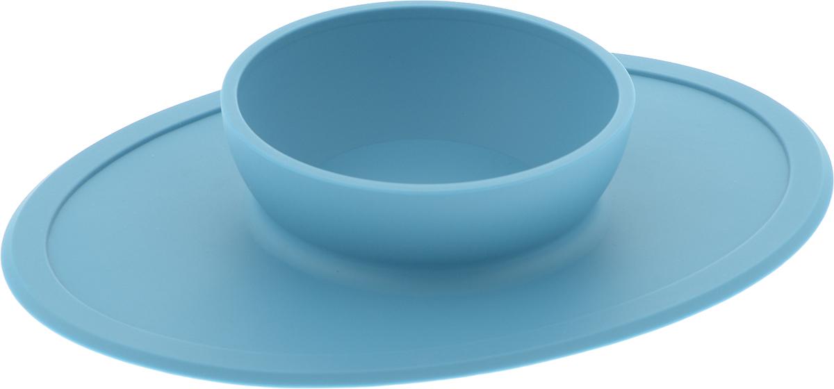 Тарелка FidgetGo, на подносе, цвет: голубой2212345678362Тарелка, благодаря силиконовому дну, прилипает к столу и другим равномерным поверхностям, предотвращая беспорядок на кухне. Недоеденная еда так и останется на тарелке или пространстве вокруг нее, не испачкав стол и кухню. Перевернуть тарелку также невозможно, что действительно помогает экономить мамин труд. Детская посуда изготовлена из качественного пищевого силикона, абсолютно гипоаллергенного и безопасного. Еще одной приятной особенностью силиконовых тарелок для детей является то, что их можно мыть в посудомоечной машинке, разогревать в микроволновой печи, что обычно не предусмотрено при использовании других детских тарелочек.