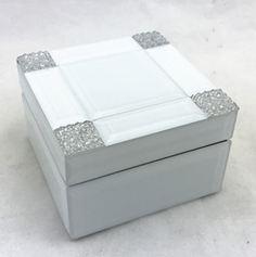 Шкатулка для украшений, цвет: белый, 13 х 13 х 8 см. 79201 шкатулка для украшений umbra trinity цвет белый 13 9 х 13 9 х 8 9 см