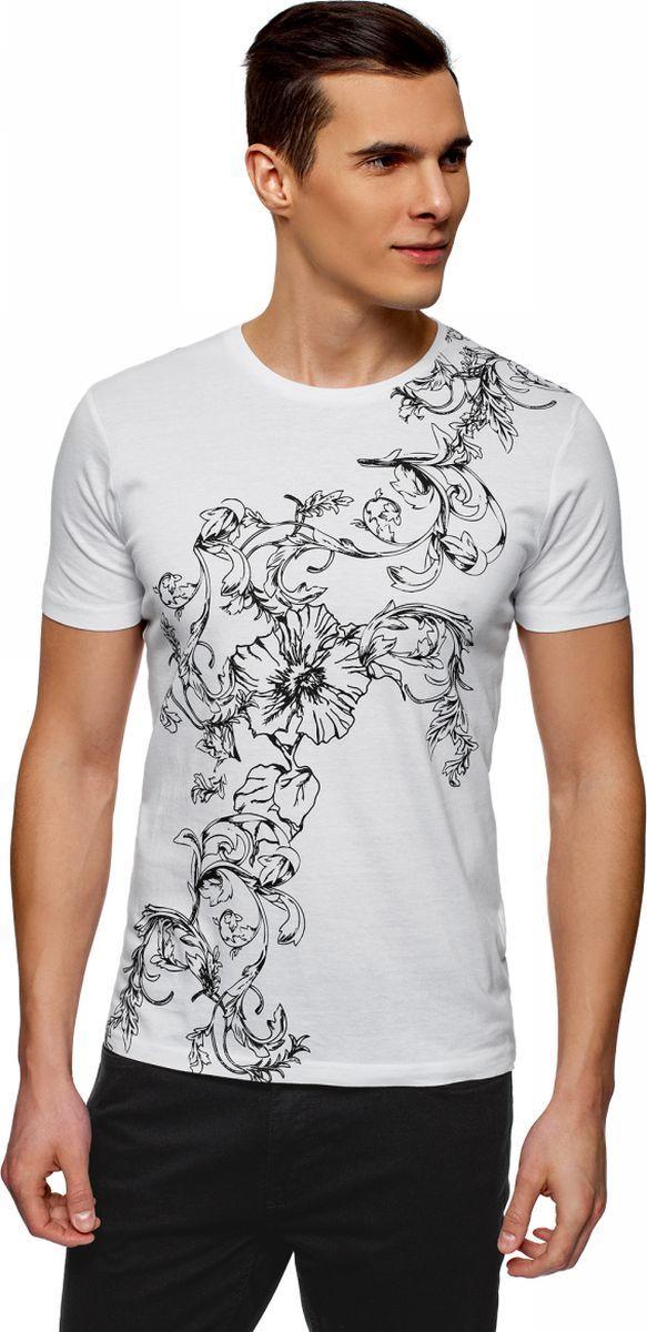Футболка мужская oodji Lab, цвет: белый, черный. 5L611420M/48018N/1029P. Размер L (52/54)5L611420M/48018N/1029PКрасивая футболка с необычным цветочным принтом. Благодаря ему модель смотрится эффектно и динамично. Трикотаж из смеси хлопка и обработанной вискозы приятен на ощупь, отлично тянется. Футболка из такого материала комфортна и практична в ношении, неприхотлива в уходе. Модель прямого силуэта мягко подчеркивает фигуру и стройнит. Принтованная футболка – хороший выбор для повседневного гардероба. Она незаменима, если вам хочется создать эффектный и неповторимый повседневный наряд. В ней можно пойти на свидание, вечеринку или просто посидеть с друзьями в уютном кафе. Футболка одинаково хорошо сочетается с джинсами и спортивными трикотажными брюками. Она может быть самостоятельным верхом в комплекте или частью многослойного наряда. В этой эффектной футболке вы всегда будете в центре внимания окружающих.