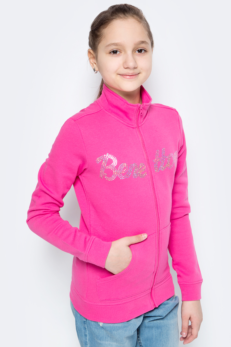Толстовка для девочки United Colors of Benetton, цвет: розовый. 3J68C5339_32U. Размер 1403J68C5339_32UТолстовка от United Colors of Benetton выполнена из натурального хлопкового трикотажа. Модель с длинными рукавами и воротником-стойкой застегивается на молнию, спереди дополнена карманами кенгуру, а на груди декорирована надписью из страз. Манжеты рукавов и низ изделия обработаны трикотажными резинками.