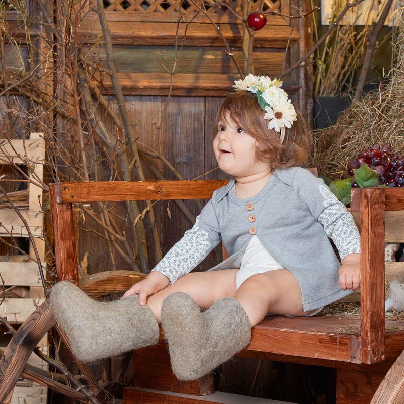 Боди для девочки Ёмаё, цвет: светло-серый. 24-293. Размер 86 боди на шнуровке с вырезом внизу белый