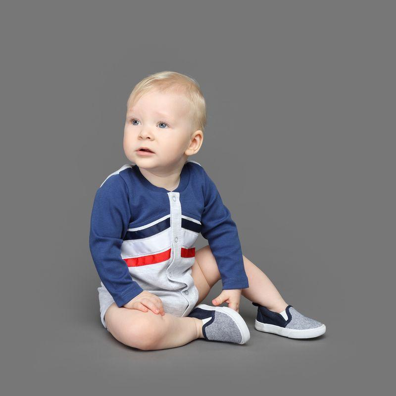 Боди детское Ёмаё, цвет: синий. 24-276. Размер 6224-276Стильное боди с длинным рукавом отлично впишется в гардероб Вашего малыша! Изготовлено из натурального хлопка. Спереди нанесен принт в виде полос контрастного цвета, не теряющий свойств после многочисленных стирок. Удобные застежки-кнопки по всей длине позволят легко переодеть малыша или сменить подгузник. Модель рассчитана на демисезонный период.