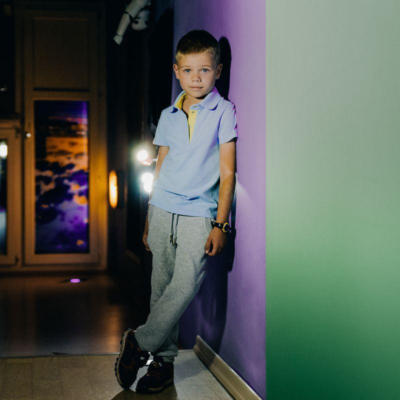 Поло для мальчика Ёмаё, цвет: голубой. 27-706. Размер 9227-706Футболка-поло от Ёмаё из коллекции Городские сумасшедшие.