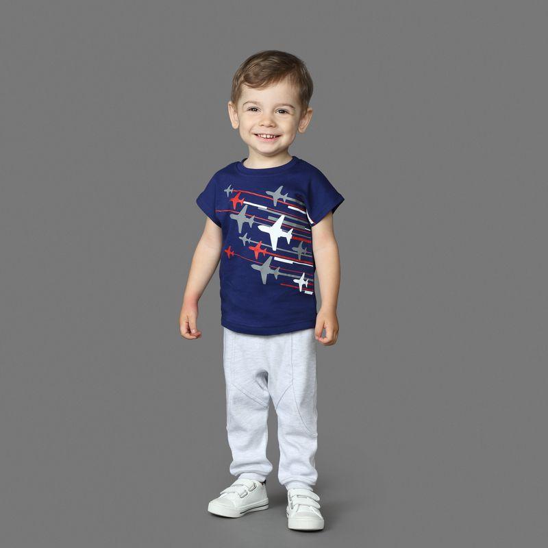 Футболка для мальчика Ёмаё, цвет: синий. 27-240. Размер 6827-240Стильная футболка от Ёмаё с коротким рукавом и округлым вырезом горловины. Спереди оригинальный принт в виде самолетов. Отлично сочетается с брюками из этой же коллекции!
