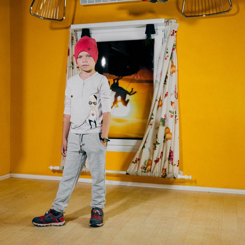 Футболка с длинным рукавом для мальчика Ёмаё, цвет: светло-бежевый. 27-689. Размер 10427-689Футболка с длинным рукавом от Ёмаё из коллекции Городские сумасшедшие.