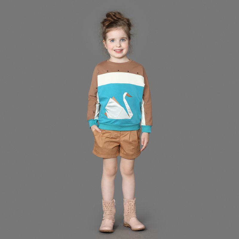 Шорты для девочки Ёмаё, цвет: коричневый. 46-901. Размер 9846-901Шорты от Ёмаё из 100% хлопка с застежкой на пуговицы. Немного расклешены к низу и имеют подворот, выполнены из однотонной ткани. Дополнят образ с футболкой из этой же коллекции.