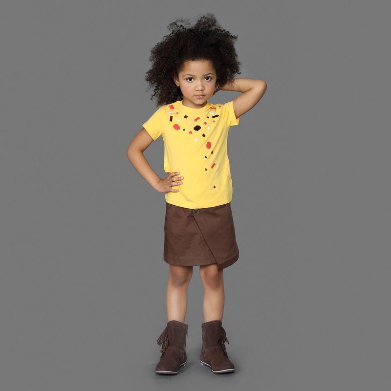 Юбка для девочки Ёмаё, цвет: коричневый. 60-901. Размер 9260-901Юбка из однотонного хлопкового полотна, выполнена спереди с запахом, застежка на пуговички. Имеет асимметрию спереди, что делает ее необыкновенно стильной и модной. Модель рассчитана на демисезонный период.