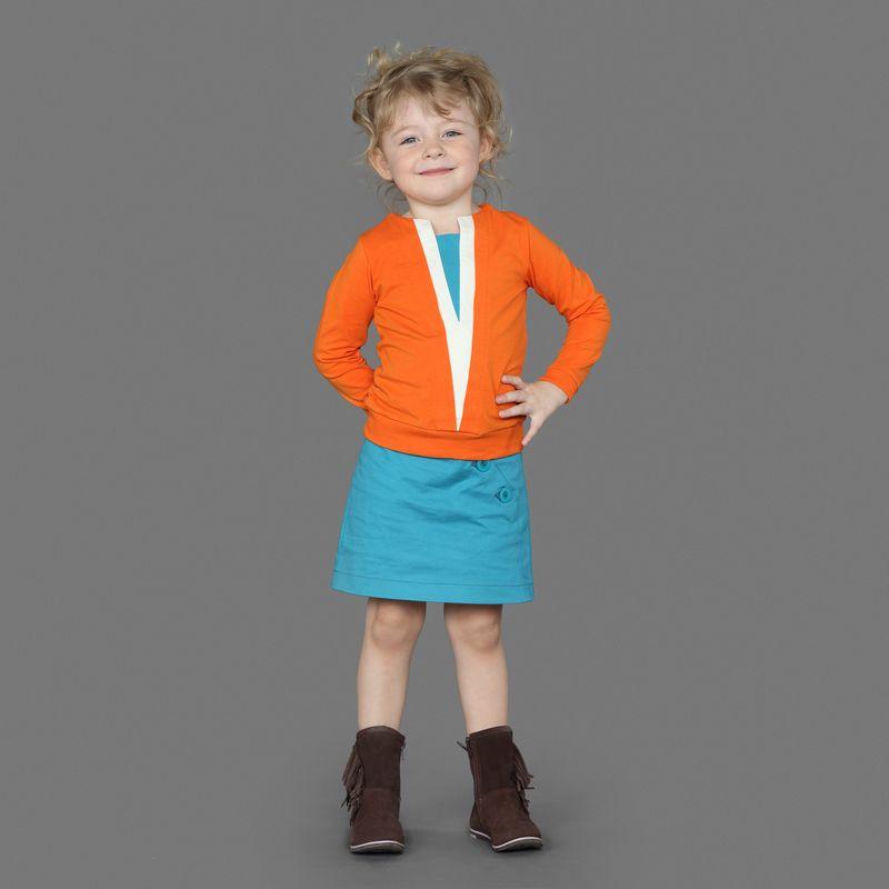 Юбка для девочки Ёмаё, цвет: синий. 60-900. Размер 11660-900Юбка из однотонного хлопкового полотна прямого кроя. Имеют косую застежку из 3-х пуговиц с левой стороны. Прекрасно сочетаются с джемпером из этой же коллекции. Модель рассчитана на демисезонный период