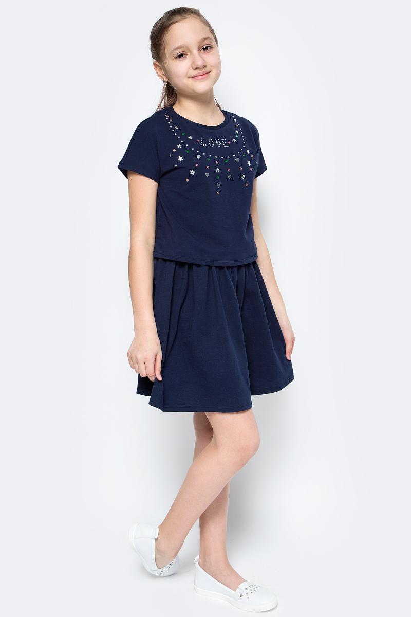 Платье для девочек United Colors of Benetton, цвет: синий. 3CY4F11LX_13C. Размер 1303CY4F11LX_13CПлатье для девочки от United Colors of Benetton выполнено из эластичного хлопкового трикотажа. Модель с короткими рукавами и круглым вырезом горловины на груди оформлена аппликацией из страз. Отрезная юбка создает эффект 2-в-1.