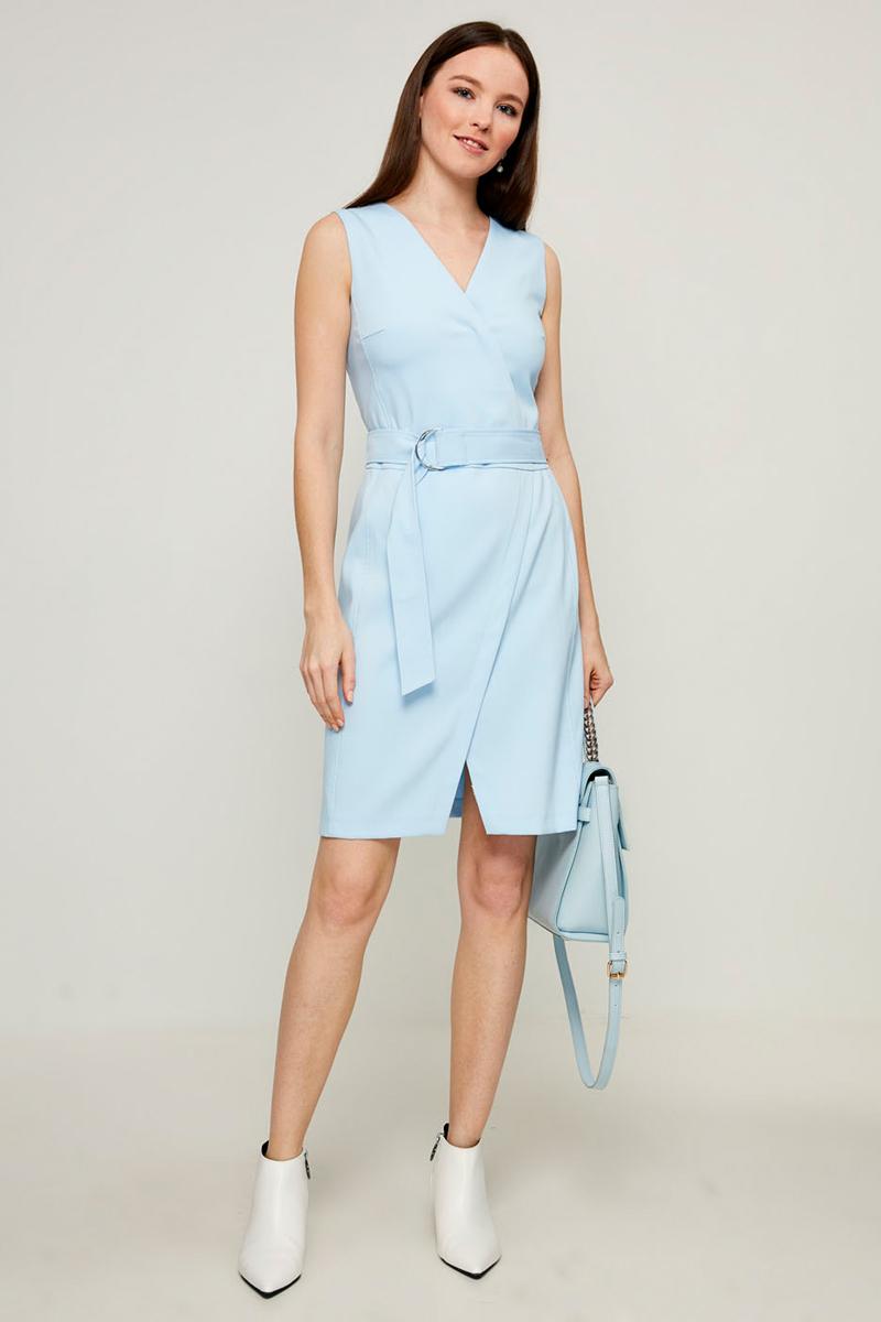 Платье Zarina, цвет: голубой. 8123012512049. Размер 508123012512049Стильное платье от Zarina выполнено из высококачественного полиэстера с добавлением вискозы и эластана. Модель прилегающего кроя без рукавов и V-образным вырезом горловины на талии дополнена широким текстильным поясом на металлических кольцах. Платье застегивается на застежку-молнию на спинке.Данная модель прекрасно сможет подчеркнуть ваш индивидуальный стиль.