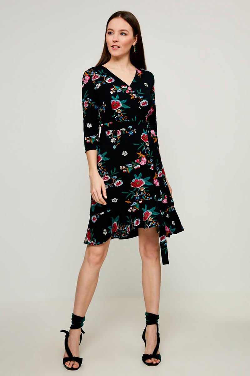 Платье Zarina, цвет: черный. 8121032514050. Размер 448121032514050Стильное платье от Zarina выполнено из высококачественного эластичного полиэстера. Модель приталенного кроя с рукавами 3/4 и V-образным вырезом горловины. Платье с запахом, на талии дополнено текстильным поясом.
