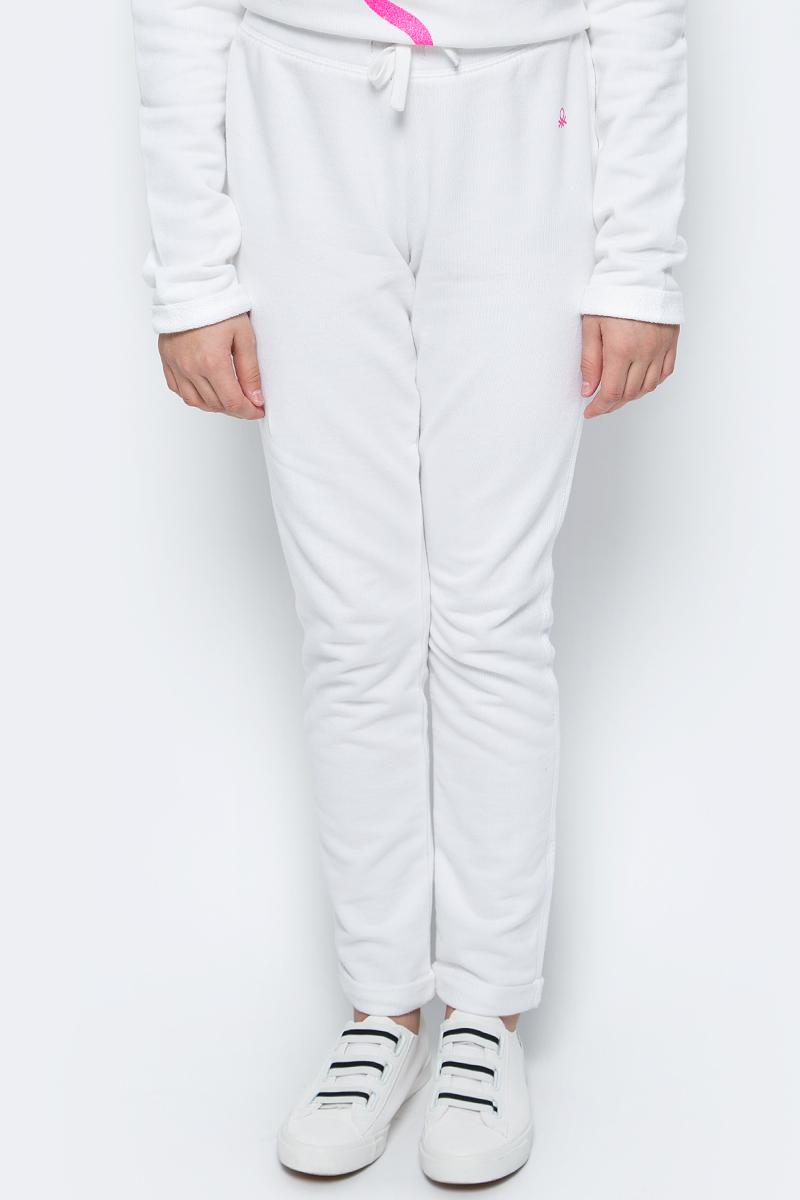Брюки для девочки United Colors of Benetton, цвет: белый. 3J68I0122_101. Размер 1703J68I0122_101Трикотажные брюки от United Colors of Benetton выполнены из натурального хлопка. Модель прямого кроя с эластичной резинкой на талии дополнена регулируемым шнурком.