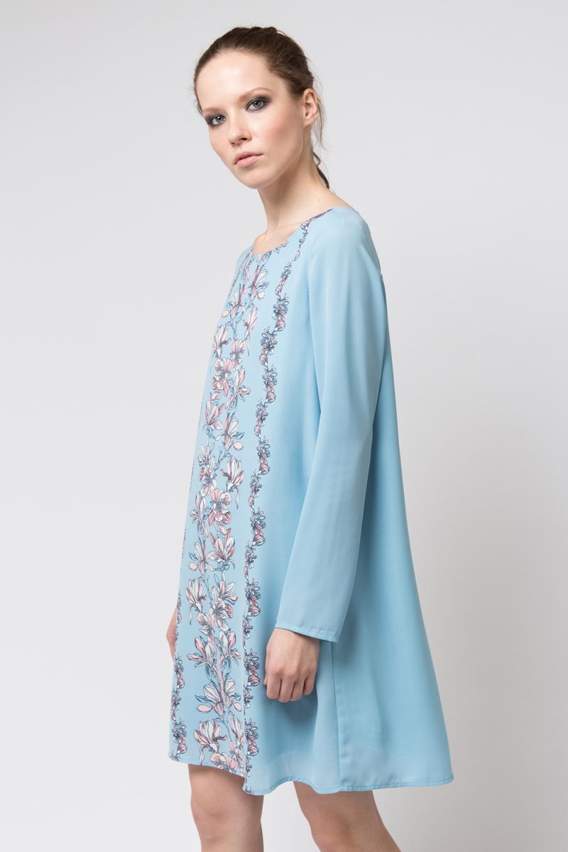 Платье Sela, цвет: ярко-голубой. D-117/873-8112. Размер 50D-117/873-8112Платье от Sela выполнено из полиэстера. Модель с круглым вырезом горловины и длинными рукавами застегивается сзади на пуговицу. На спинке платье дополнена декоративным вырезом.