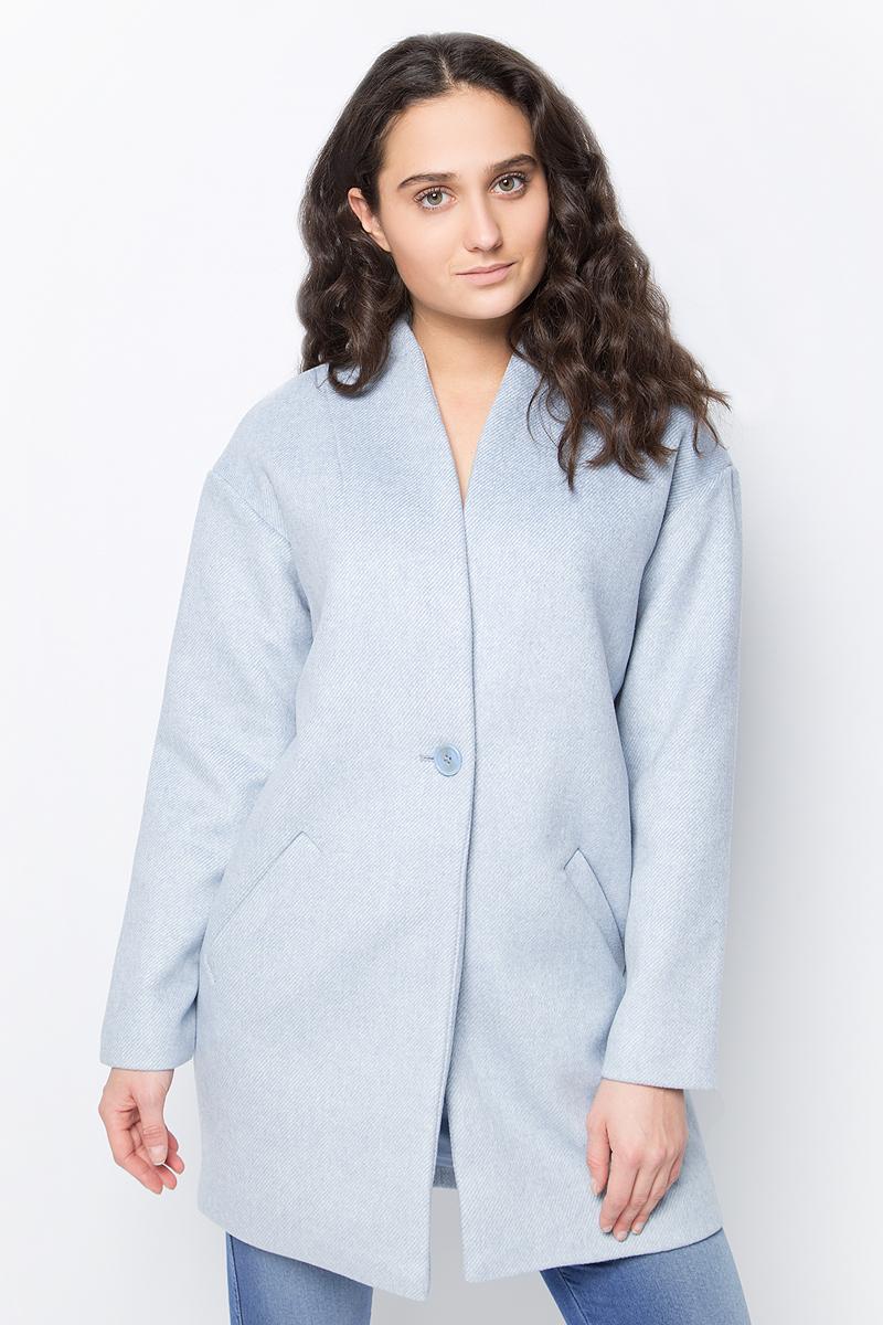 Пальто женское Zarina, цвет: светло-голубой. 8122411111086. Размер 508122411111086Пальто Zarina выполнено из фактурного текстиля с добавлением натуральной шерсти. Модель прямого кроя с длинными рукавами, застегивается на пуговицу, по бокам дополнена втачными карманами.Данная модель прекрасно сможет подчеркнуть ваш индивидуальный стиль.