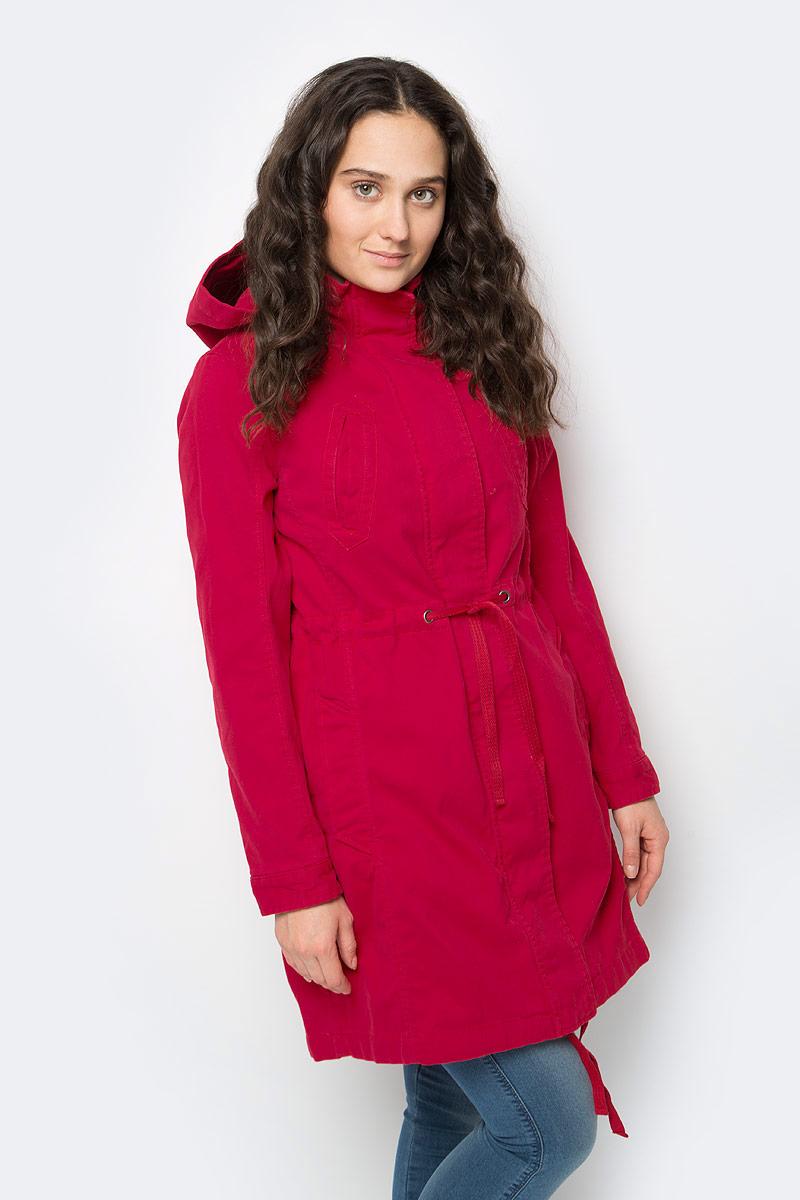 Куртка женская United Colors of Benetton, цвет: красный. 2XL3533Z3_219. Размер 38 (40)2XL3533Z3_219Куртка от United Colors of Benetton с меховой подстежкой-жилеткой выполнена из натурального хлопка. Модель с длинными рукавами и капюшоном застегивается на металлическую молнию и имеет ветрозащитный клапан, дополнена втачными карманами. Подстежка фиксируется при помощи пуговиц.