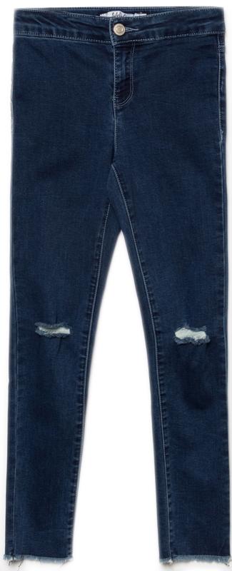 Джинсы для девочки Sela, цвет: синий джинс. PJ-635/551-8122. Размер 122, 7 летPJ-635/551-8122Джинсы для девочки от Sela выполнены из высококачественного материала. Модель стандартной посадки застегивается на пуговицу в поясе и ширинку на застежке-молнии. Сзади джинсы дополнены двумя накладными карманами. Низ штанин выполнен с эффектом необработанного края. Модель оформлена декоративными прорезями.