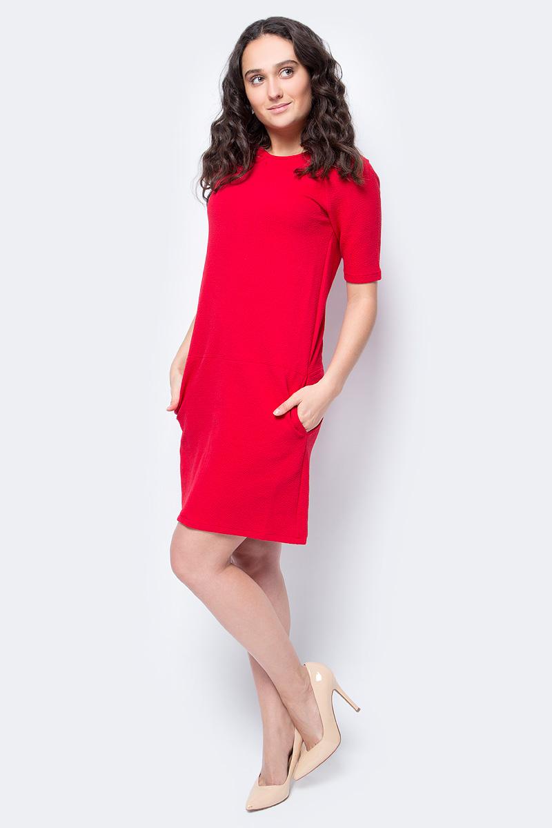 Платье United Colors of Benetton, цвет: красный. 4XJ75V8F5_219. Размер XL (48/50)4XJ75V8F5_219Платье от United Colors of Benetton выполнено из хлопкового трикотажа. Модель с короткими рукавами-реглан и круглым вырезом горловины по бокам дополнена втачными карманами.