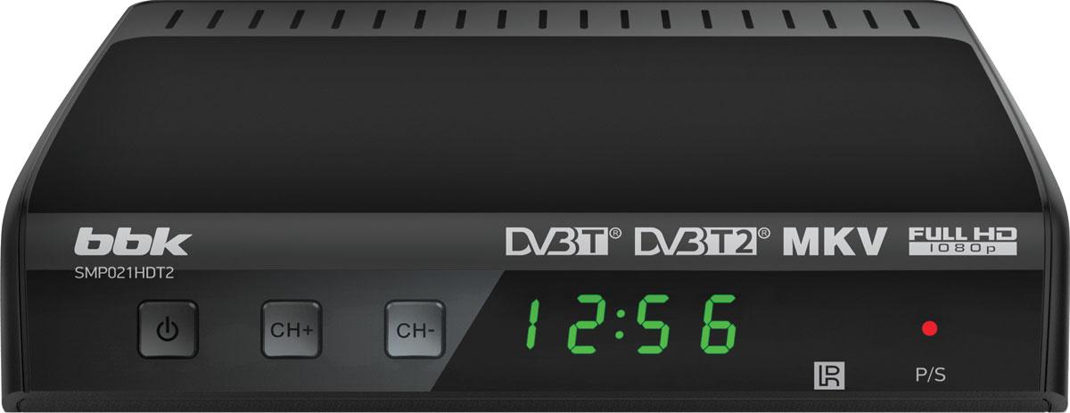 BBK SMP021HDT2, Dark Grey цифровой ТВ-ресиверSMP021HDT2Цифровая приставка BBK SMP021HDT2 предназначена для качественного приема каналов цифрового эфирного телевидения стандартов DVB-T, DVB-T2 MPEG-2/MPEG-4 и радио посредством домашней антенны. Доступна весьма удобная функция EPG (Electronic Program Guide), позволяющая в любой момент ознакомиться с расписанием телепрограмм на экране. Приставка подключается к привычной аудиовидеотехнике: ЖК- и плазменным телевизорам, домашним кинотеатрам, акустическим системам, после чего остается только довольствоваться разнообразием передач и фильмов.