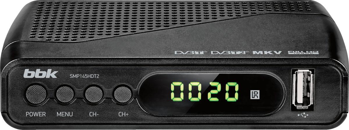 BBK SMP145HDT2, Dark Grey цифровой ТВ-ресиверSMP145HDT2Современный многофункциональный цифровой телевизионный ресивер BBK SMP145HDT2 позволяет принимать телевизионныеи радиовещательные каналы цифрового эфирного телевидения стандартов DVB-T, DVB-T2 MPEG-2/MPEG-4. Ресивер обладает функцией EPG (Electronic Program Guide), благодаря которой на экране телевизора отображается информация о программе передач всех цифровых телеканалов за определенное время. С помощью EPG также удобно осуществлять запись передачи по заданному интервалу времени. Цифровой телевизионный ресивер BBK SMP145HDT2 оснащен USB-портом для подсоединения внешних устройств и записи передач на их встроенную память (PVR), а также функцией отложенного просмотра TimeShift. Встроенный HD-медиаплеер служит для воспроизведения контента высокой четкости, а порт HDMI обеспечивает лучшую передачу сигнала. Модель поддерживает аудиокодек AC3.