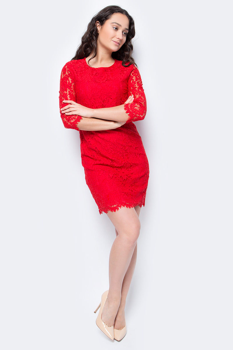 Платье Lusio, цвет: красный. AW18-020239. Размер M (44/46)AW18-020239Элегантное платье от Lusio выполнено из высококачественного гипюра. Модель облегающего кроя с рукавами 3/4 и круглым вырезом горловины на спинке застегивается на металлическую молнию.