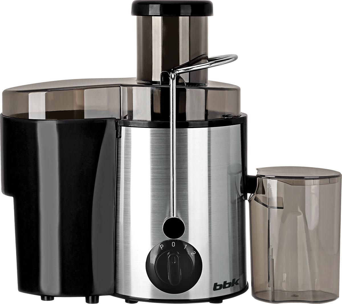 BBK JC080-H06, Black Silver соковыжималкаJC080-H06Соковыжималка BBK JC080-H06 станет отличным помощником на любой кухне. Высокая номинальная мощность 800 Вт и широкая загрузочная горловина 65 мм позволяют с легкостью справиться с целыми яблоками и крупными кусочками овощей и фруктов. Стальной фильтр-сепаратор с лезвиями из высококачественной стали обеспечит надежную, качественную и безотказную работу устройства. Прорезиненные ножки обеспечивают устойчивость и отсутствие скольжения в процессе работы. Для комфортного использования в комплекте предусмотрены специальные емкости для жмыха и сока. Модель представлена в классических стильных цветах, сочетающих цветные пластиковые элементы и вставки из нержавеющей стали.