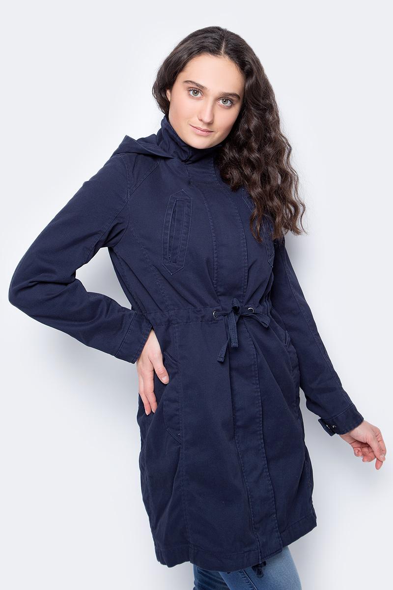 Куртка женская United Colors of Benetton, цвет: синий. 2XL3533Z3_06U. Размер 38 (40)2XL3533Z3_06UКуртка от United Colors of Benetton с меховой подстежкой-жилеткой выполнена из натурального хлопка. Модель с длинными рукавами и капюшоном застегивается на металлическую молнию и имеет ветрозащитный клапан, дополнена втачными карманами. Подстежка фиксируется при помощи пуговиц.