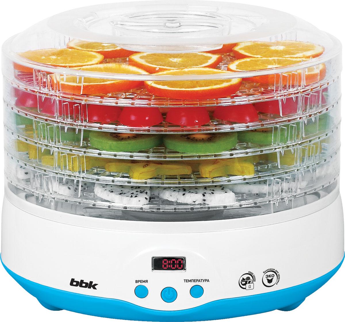BBK BDH204D, White Blue сушка для овощейBDH204DУниверсальная сушка для овощей и фруктов BBK BDH204D станет отличным помощником на любой кухне. 5 емкостей для продуктов и встроенный фен обеспечивают хорошую вместимость и равномерное распределение воздушного потока, а прозрачный корпус из термостойкого пластика дает возможность контролировать процесс сушки. Для большего удобства использования модель оснащена дисплеем; настройка температуры и времени приготовления осуществляется с помощью клавиш на электронной панели управления.