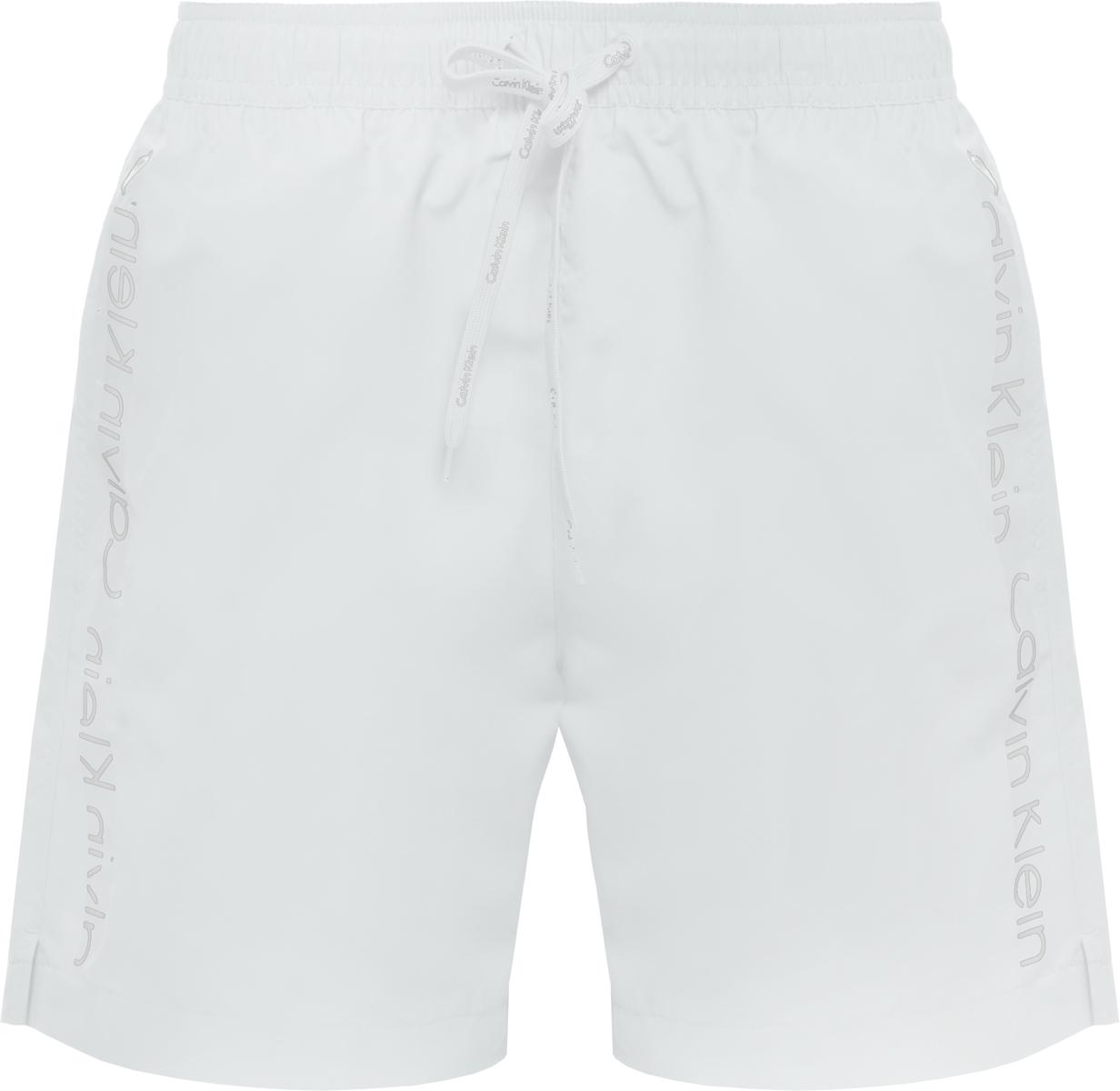 Шорты купальные мужские Calvin Klein Underwear, цвет: белый. KM0KM00169. Размер S (46)KM0KM00169Шорты купальные мужские Calvin Klein Underwear выполнены из полиэстера. Модель дополнена затягивающимся шнурком.