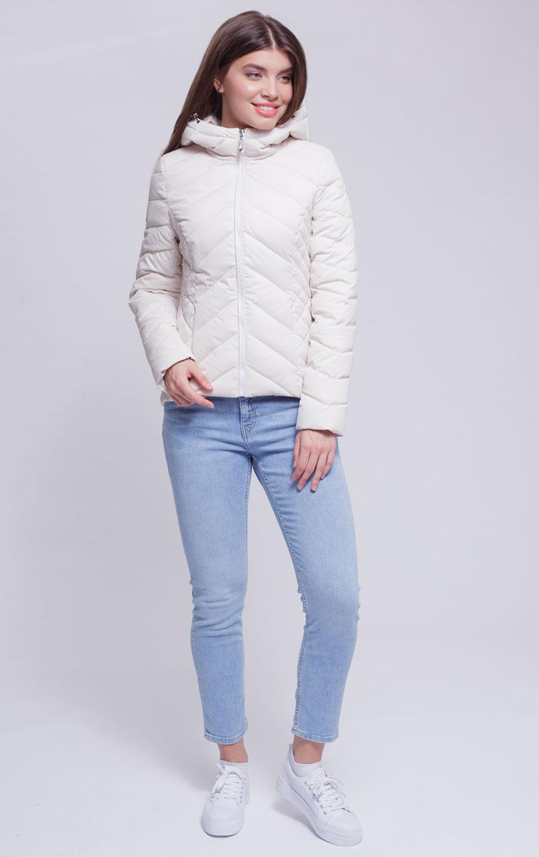 Куртка женская Ampir Style, цвет: бежевый. 8926. Размер 468926Качественная и практичная куртка российского производства. Наполнитель - холлофайбер в пух-пакетах. Можно стирать в машинке, наполнитель не убежит. На модели 42 размер куртки, параметры модели 82х64х89, рост 175 см.