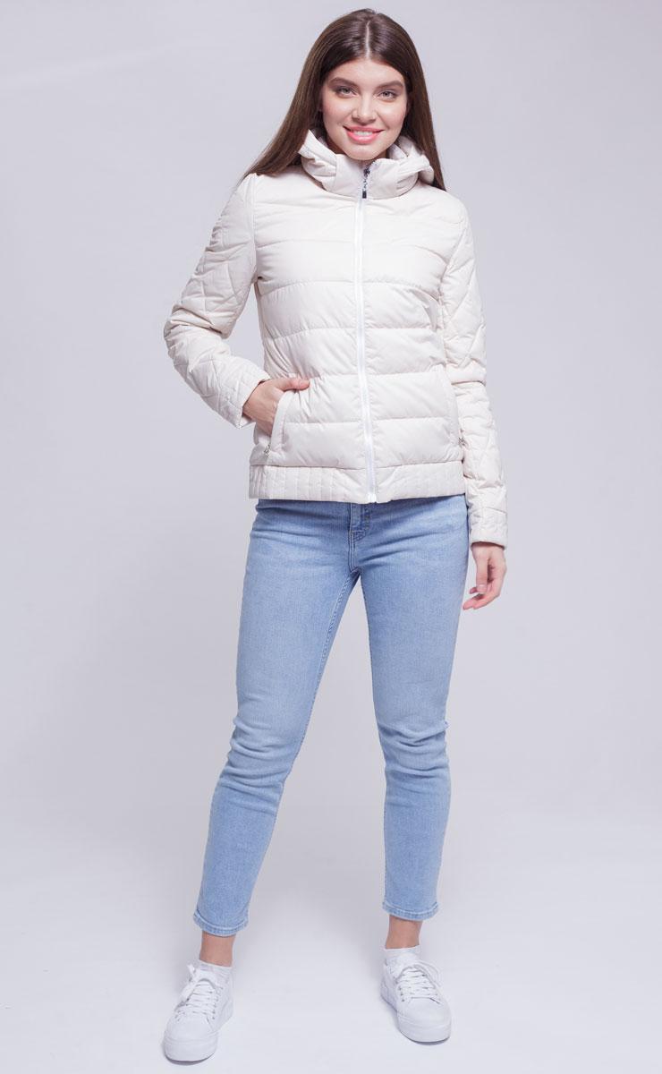 Куртка женская Ampir Style, цвет: бежевый. 8928. Размер 468928Качественная и практичная куртка российского производства. Наполнитель - холлофайбер в пух-пакетах. Можно стирать в машинке, наполнитель не убежит. На модели 42 размер куртки, параметры модели 82х64х89, рост 175 см.