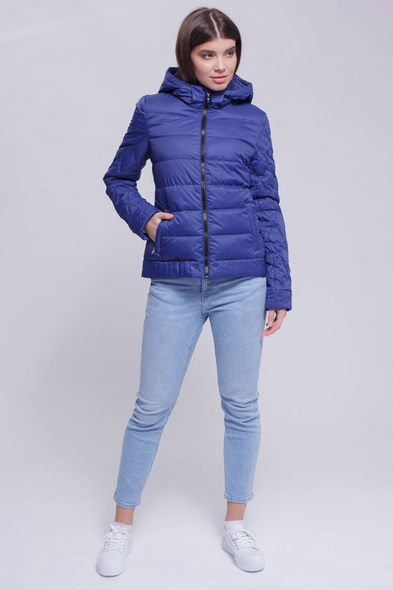 Куртка женская Ampir Style, цвет: темно-синий. 8928. Размер 468928Качественная и практичная куртка российского производства. Наполнитель - холлофайбер в пух-пакетах. Можно стирать в машинке, наполнитель не убежит. На модели 42 размер куртки, параметры модели 82х64х89, рост 175 см.