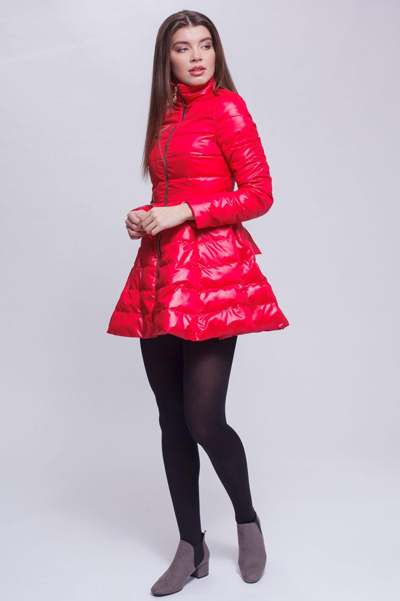 Куртка женская Ampir Style, цвет: красный. 18104. Размер 4818104Качественная и практичная куртка российского производства. Наполнитель - холлофайбер в пух-пакетах. Можно стирать в машинке, наполнитель не убежит. На модели 42 размер куртки, параметры модели 82х64х89, рост 175 см.