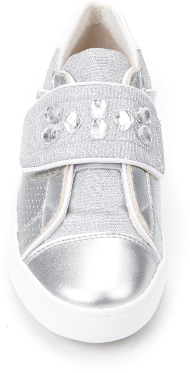 """Модные кроссовки от Geox придутся по душе вашей девочке. Ремешок на застежке-липучке, украшенный декоративными камнями, надежно фиксирует изделие на ноге. Кожаная стелька позволяет ногам """"дышать"""". Рифление на подошве гарантирует отличное сцепление с поверхностью."""