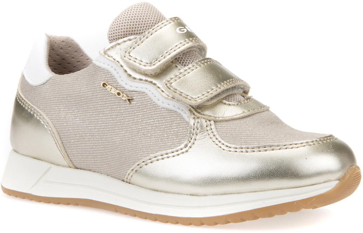 Кроссовки для девочки Geox, цвет: кремовый, золотистый. J826FC0DYNFC5379. Размер 31J826FC0DYNFC5379Сникеры в современном городском стиле с перфорированной подошвой (патент Geox), которая обеспечивает максимальную воздухопроницаемость и комфорт и навеяна формой спортивной обуви для пробежек. Подкладка из микросетки повышает воздухопроницаемость. Дышащая стелька из антибактериального материала обтянута нетоксичной кожей без хрома для комфорта и сухости ног. Стелька вынимается, что делает обувь еще более гигиеничной и практичной. Подошва из термопластичной резины гарантирует отличное сцепление, легкость и долговечность. Застежка на два ремешка с липучкой облегчает надевание и позволяет регулировать плотность посадки в подъеме.