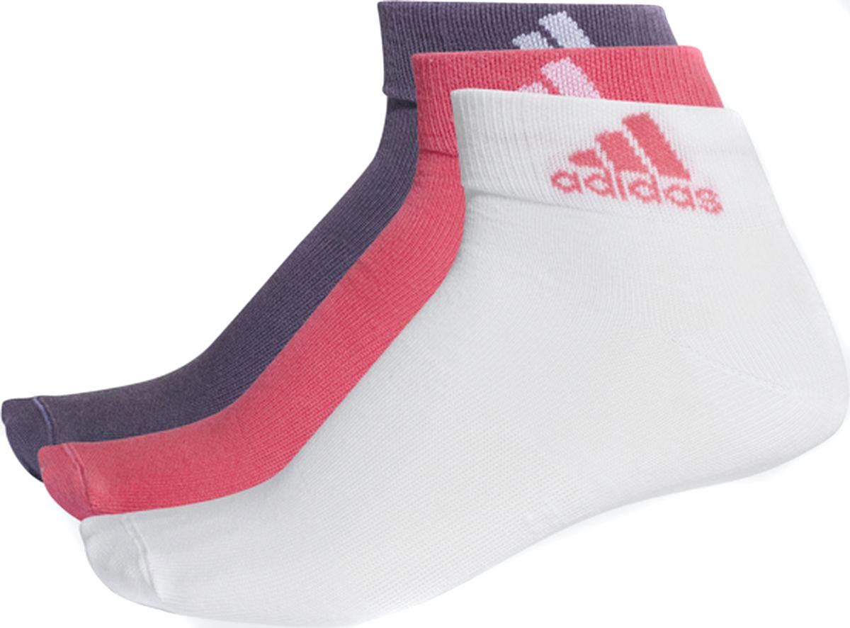 Носки женские Adidas Per Ankle T, цвет: белый, розовый, фиолетовый, 3 пары. CF7369. Размер 39/42CF7369Носки женские adidas изготовлены из высококачественного эластичного хлопка с добавлением полиэстера и полиамида. Укороченные носки с поддержкой стопы имеют эластичную резинку, которая надежно фиксирует носки на ноге. В комплект входят 3 пары носков разных цветов.