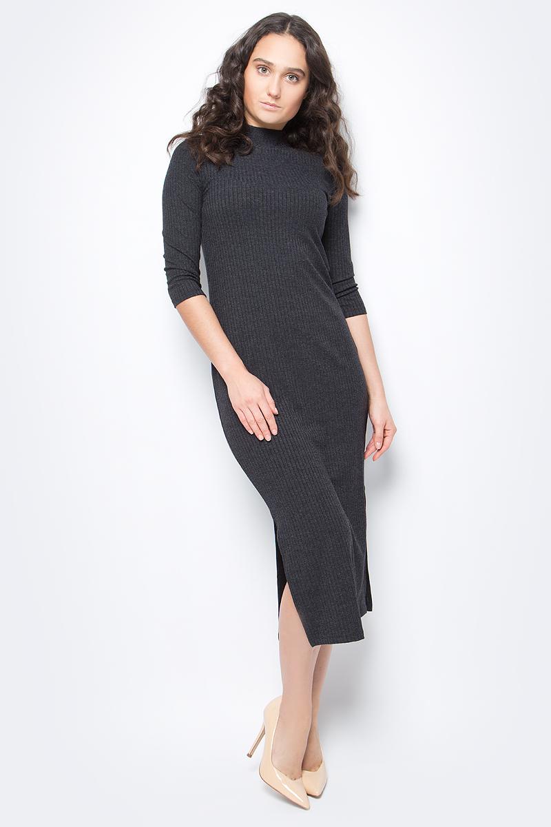 Платье United Colors of Benetton, цвет: черный. 3WL0V2096_100. Размер XS (40/42)3WL0V2096_100Трикотажное платье от United Colors of Benetton выполнено из вискозного материала. Модель облегающего кроя с рукавами 3/4 и воротником-стойкой сбоку дополнено разрезом.