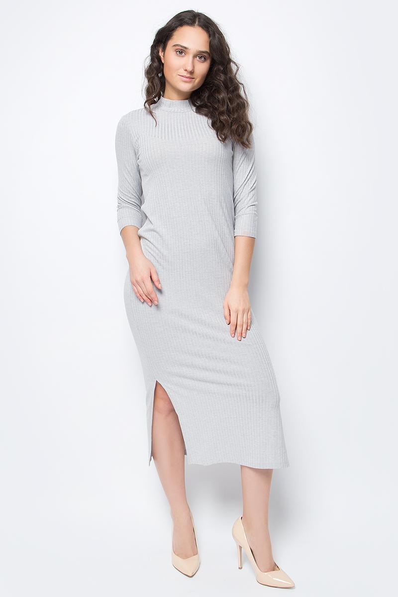Платье United Colors of Benetton, цвет: серый. 3WL0V2096_501. Размер XL (48/50)3WL0V2096_501Трикотажное платье от United Colors of Benetton выполнено из вискозного материала. Модель облегающего кроя с рукавами 3/4 и воротником-стойкой сбоку дополнено разрезом.