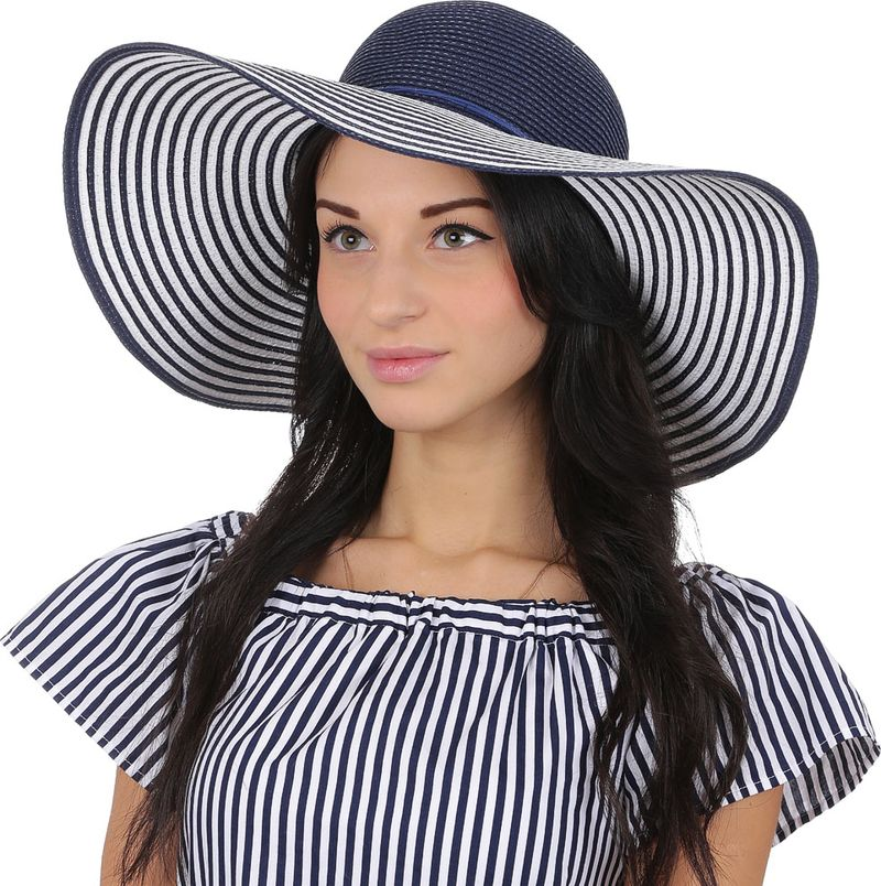 Соломенная шляпа женская Fabretti, цвет: синий. GL55. Размер 56/59GL55-5 blueЭлегантная женская широкополая шляпа от итальянского бренда Fabretti выполнена из целлюлозного волокна, которое прекрасно держит форму и позволяет коже головы дышать. Широкие поля прекрасно подчеркнут контуры вашего изящного лица, а также защитят от лучей палящего солнца. Утонченное сочетание синего и белого оттенка превращает шляпу в модель, которая впишется в любой цветовой ансамбль, поэтому аксессуар не только защитит от жары и летнего зноя, но и сделает любой пляжный образ более стильным и выразительным. Дизайнерские геометричные полосы и аккуратный ремешок, который украшает тулью модели, с легкостью подчеркнут ваш неповторимый вкус. Размер шляпы регулируется с помощью внутренней утягивающей ленты, что позволит Вам не бояться морского бриза или легкого ветра.