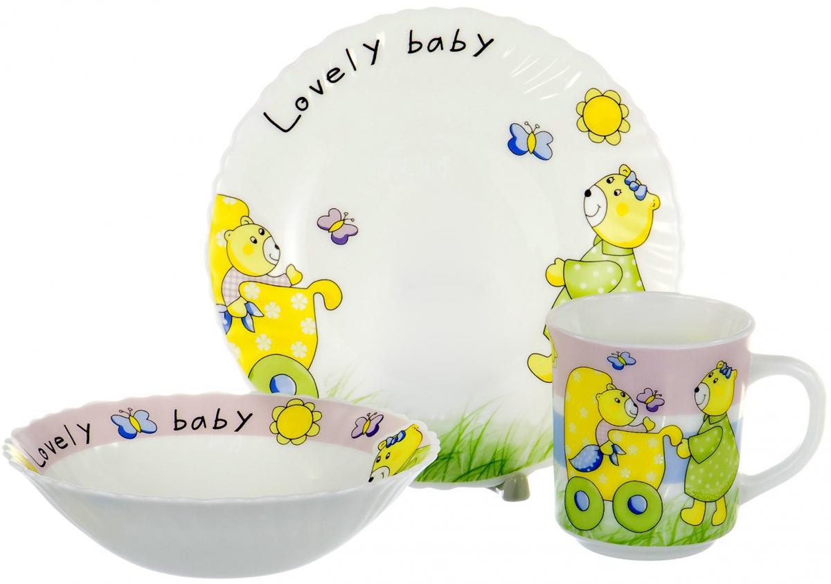 """Набор детской посуды для завтрака Olaff """"Children"""", выполненный из стеклокерамики, декорирован красочным рисунком.  Такой набор обязательно понравится вашему ребенку, потому что теперь у него будет своя собственная посуда.   Набор посуды для детей включает в себя три предмета:   - тарелка (диаметр - 190 мм);   - салатник (диаметр - 165 мм);   - кружка (250 мл).    Набор упакован в красочную, подарочную упаковку."""