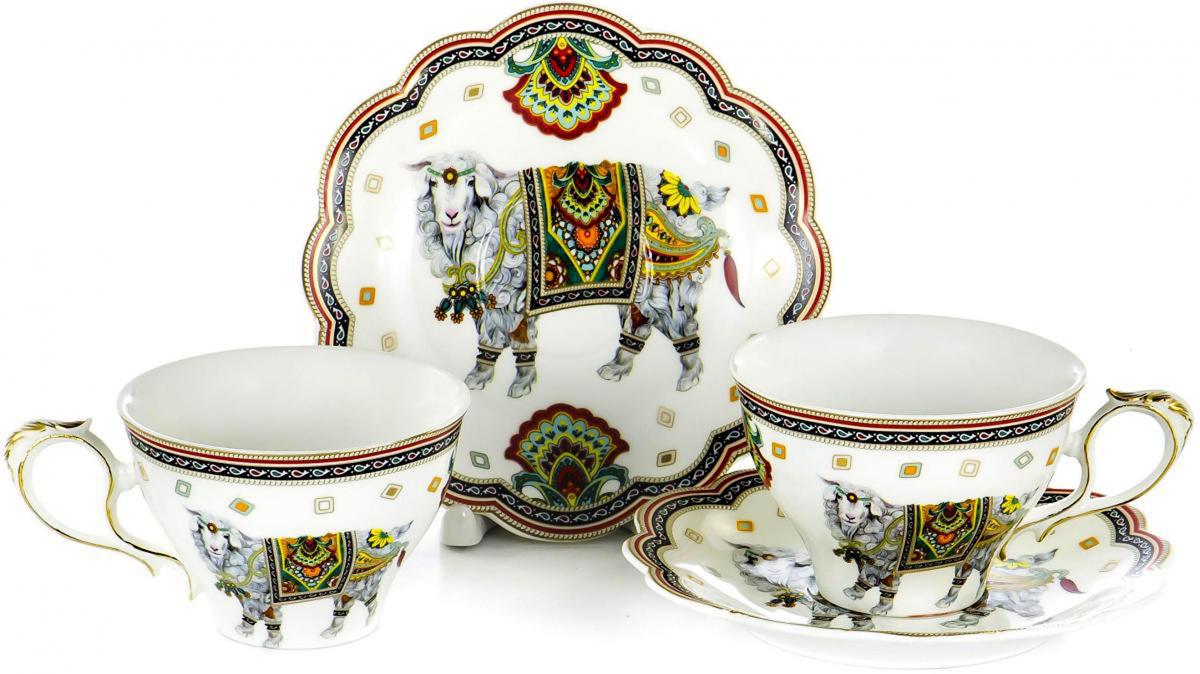 Набор чайный Olaff состоит из 2 чашек и 2 блюдец. Набор изготовлен из высококачественного фарфора и оформлен стильным рисунком. Такой набор подходит для подачи чая. Изящный дизайн придется по вкусу и ценителям классики, и тем, кто предпочитает утонченность и изысканность. Он настроит на позитивный лад и подарит хорошее настроение с самого утра. Чайный набор