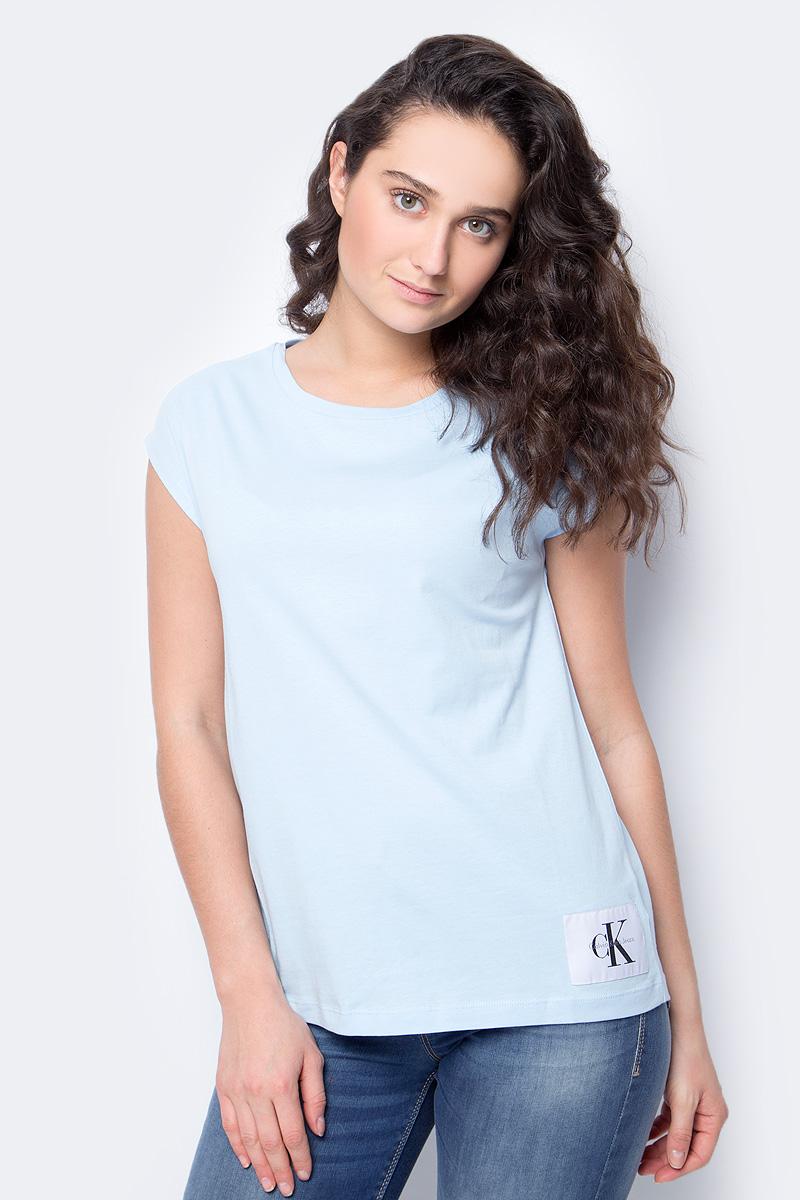 Футболка женская Calvin Klein Jeans, цвет: голубой. J20J207056_4000. Размер XS (40/42)J20J207056_4000Женская футболка Calvin Klein Jeans, выполненная из хлопка, поможет создать отличный современный образ в стиле Casual. Футболка с круглым вырезом горловины и короткими рукавами.Такая футболка станет стильным дополнением к вашему гардеробу, она подарит вам комфорт в течение всего дня!
