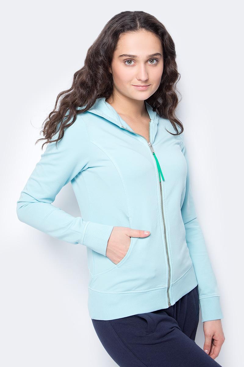 Толстовка женская United Colors of Benetton, цвет: голубой. 3WH0E5127_6N5. Размер XS (40/42)3WH0E5127_6N5Толстовка от United Colors of Benetton выполнена из эластичного хлопкового трикотажа на хлопковой подкладке. Модель с длинными рукавами и капюшоном застегивается на молнию, по бокам дополнена карманами. Манжеты рукавов и низ изделия обработаны трикотажными резинками.