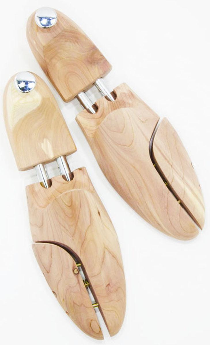 Колодка из древесины кедра Famaco Cedre. Размер 422423Колодки выполнены из древесины кедра. Древесина кедра абсолютно экологична. Кедр выделяет особые вещества, которые убивают микробы. Его приятный аромат способствует образованию благоприятного микроклимата внутри обуви.Древесина кедра слабо подвержена гниению, грибковым заболеваниям, заражению вредоносными насекомыми. Колодки имеют неповторимый розоватый оттенок удивительных тонов, красивейшую текстуру и запах древесины кедра,который пьянит.Колодки для обуви – это примерно то же, что и вешалка для костюма, они помогут вам дольше сохранить свою обувь. С колодками вам будет легче чистить обувь, поскольку они разглаживают складки на коже, образующиеся при ходьбе. Аналогично крему против складок колодки для обуви расправляют обувь, только изнутри.