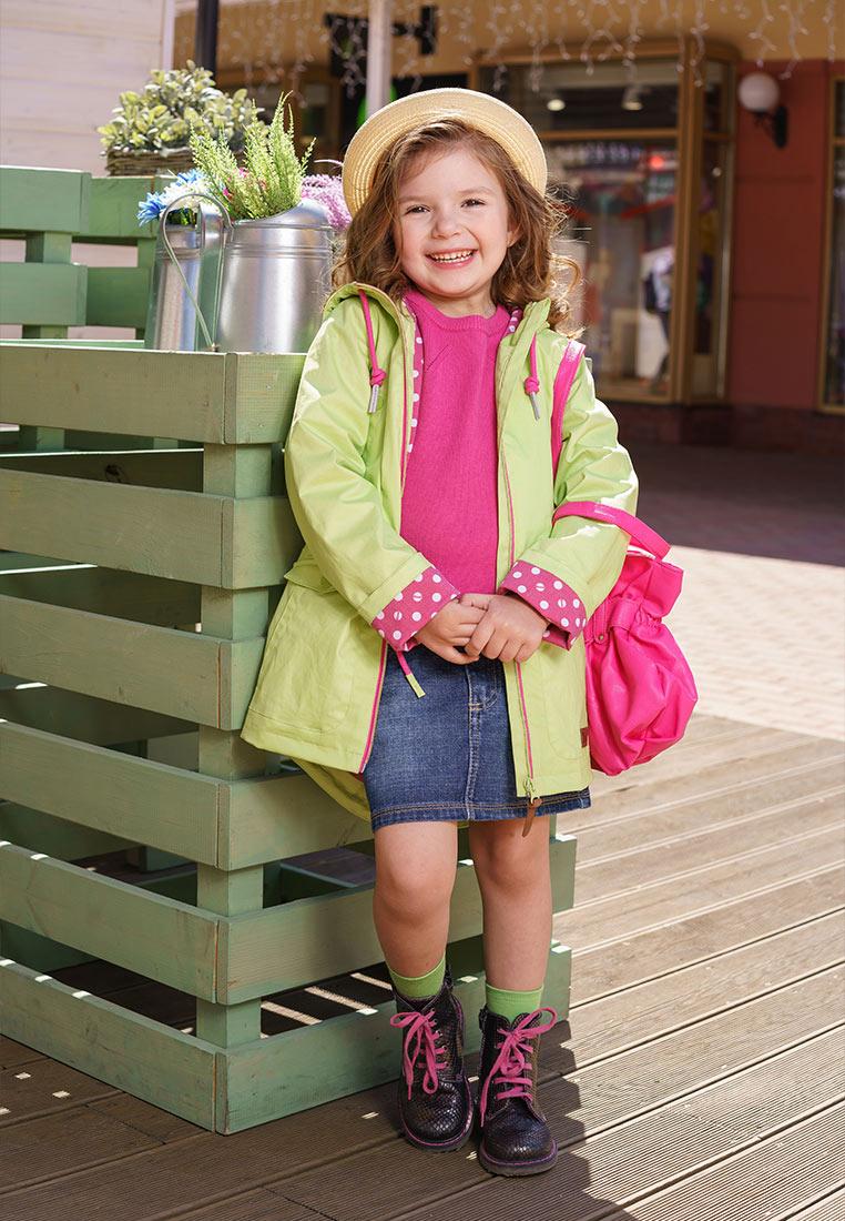 Куртка для девочки Oldos Алана, цвет: салатовый. 3O8JK01. Размер 128, 8 лет3O8JK01Яркая и легкая куртка от Oldos украсит гардероб юной модницы. Внешняя ткань с водо-грязеотталкивающей пропиткой защищает от ветра и дождя. Принтованная подкладка из бязи. Капюшон с регулируемой утяжкой на шнуре, ветрозащитная планка по всей длине молнии с защитой подбородка, утяжка по талии, накладные карманы с клапаном на кнопке, прямые манжеты. Светоотражающие элементы.