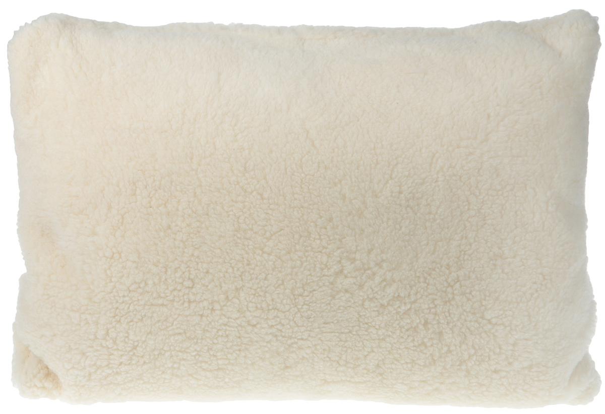 """Подушка """"Здоровый сон"""" поможет расслабиться и быстро окунуться в волшебное царство грёз.  Лебяжий пух делает изделие мягким и воздушным, сохраняет его первозданную форму в течение  всего срока службы. Приятный на ощупь чехол из натурального овечьего меха отлично бережет  тепло, не электризуется и не колется. Удивительно, но этот материал обладает тонизирующим  эффектом, который делает сон более спокойным."""