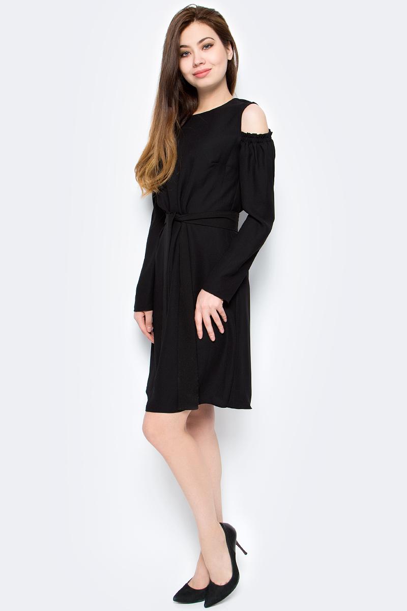 Платье женское adL, цвет: черный. 12433548000_001. Размер M (44/46)12433548000_001Стильное платье от adL выполнено из высококачественного полиэстера. Модель приталенного кроя с длинными рукавами и круглым вырезом горловины на талии дополнена широким ремешком. Рукава имеют вырезы на плечах. Платье застегивается на пуговицу на спинке.Данная модель прекрасно сможет подчеркнуть ваш индивидуальный стиль.
