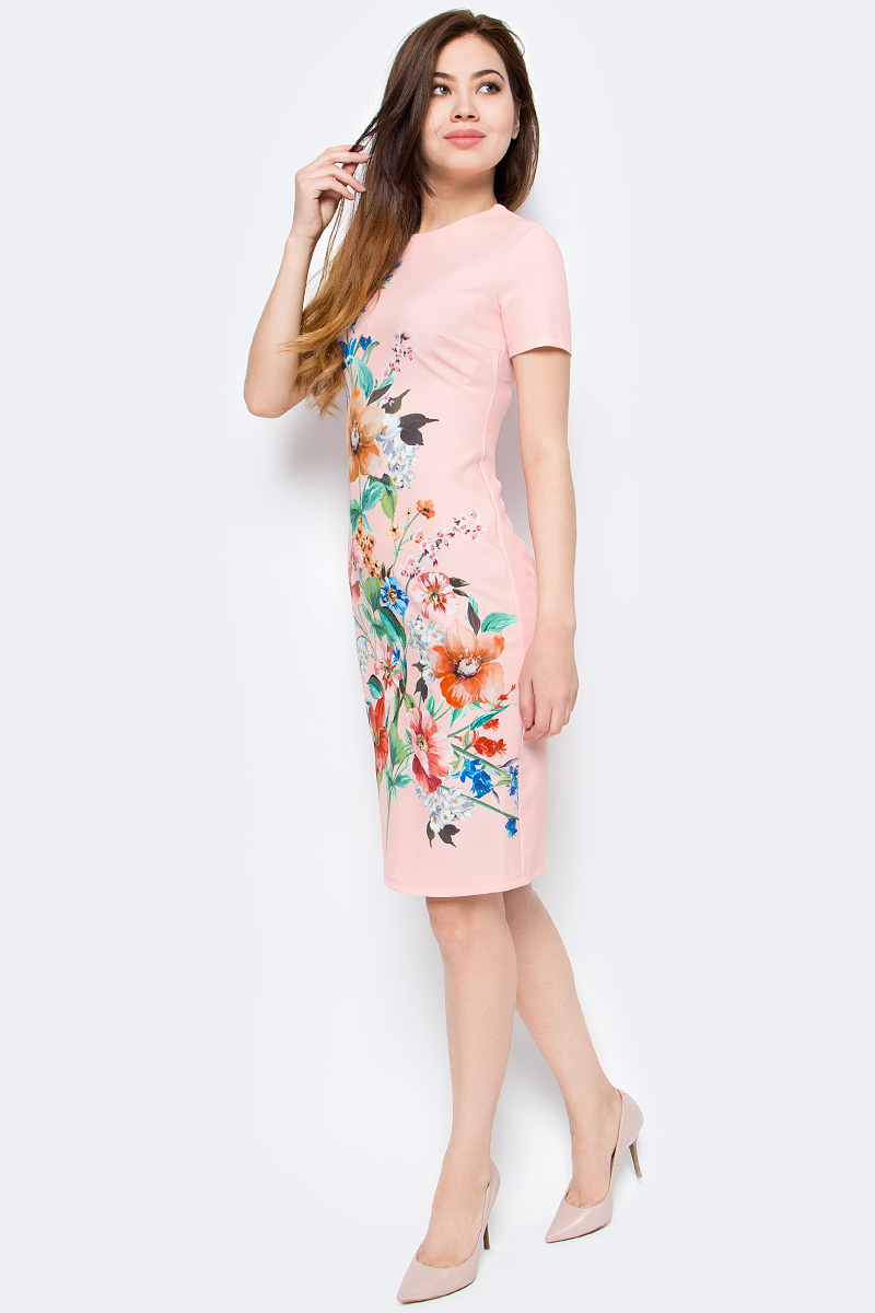 Платье женское adL, цвет: пудровый. 12425680007_226. Размер XS (40/42)12425680007_226Стильное платье от adL выполнено из высококачественного полиэстера с добавлением эластана. Модель прилегающего кроя с короткими рукавами и круглым вырезом горловины. Платье застегивается на застежку-молнию на спинке. Модель декорирована ярким цветочным принтом.Данная модель прекрасно сможет подчеркнуть ваш индивидуальный стиль.